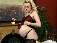 Pregnant babe in stockings present round paunch