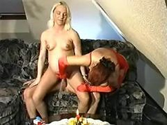 Pregnant lady gets cumload on belly after hard sex