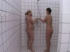 Lesbo cutie loves pregnant blonde girl in douche