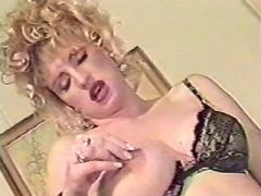 Pregnant blonde milf sucks chocolate cock in bed